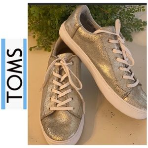 Toms like new metallic silver crinkle worn twice